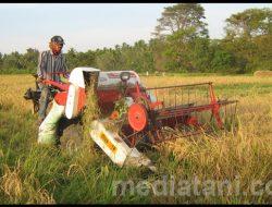 Petani Karanganyar Dapat Bantuan Mini Combine Harvester