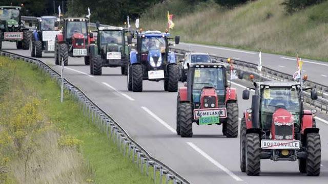 Aksi Protes Petani Lorraine Penuhi Jalan Paris Dengan Traktor