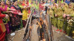TOPSHOTS-INDIA-FESTIVAL-LOHRI