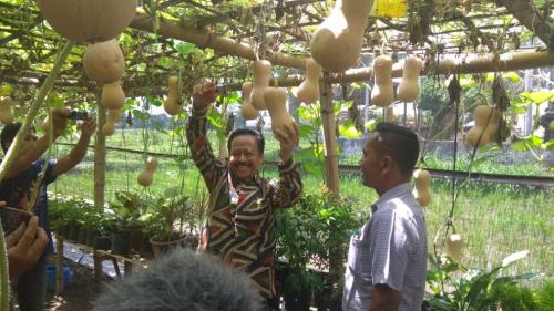 anggota DPRD Provinsi Jawa Timur, Subianto, dalam kegiatan resesnya di Kampung Wisata Edukasi Labu Madu Desa Toyoresmi