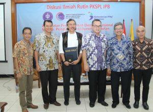 Foto moderator, pembicara, rektor IPB, dan ketua PKSPL IPB (foto: panitia)