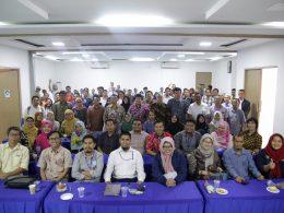 Foto bersama peserta dan pemateri (dok. panitia)