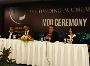 penandatanganan MOU antara The Funding Partner International yang diwakilkan oleh Jim Edwards selaku CEO, dengan The Funding Partner Indonesia yang diwakilkan oleh Joni Eko Saputro selaku CEO