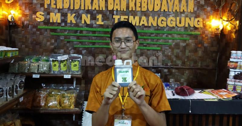 Nikoti-Gro Pestisida Nabati inovasi SMKN 1 Temanggung pada Pameran 12thAgrinex 2018 di JCC Senayan, Jakarta (7/9).