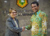 Menteri Pertanian (Mentan) Andi Amran Sulaiman menerima kunjungan Menteri Pertanian Brazil Tereza Cristina di Kantor Pusat Kementerian Pertanian (Kementan), Senin (20/5).