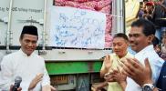 Menteri Pertanian, Andi Amran Sulaiman bersama Dirjen Hortikultura, Suwandi Saat membuka secara resmi operasi pasar jelang Ramadhan. Jakarta, 5/5/2019