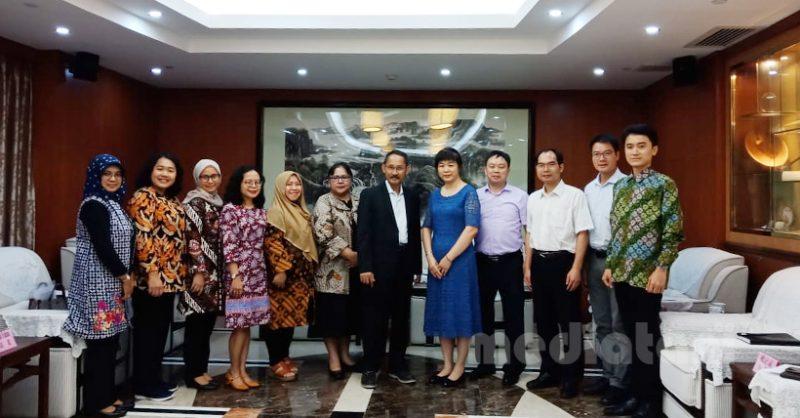 Direktur Pengolahan dan Pemasaran Hasil Pertanian Yasid Taufik bersama dengan delegasi RI lainnya bertemu dengan pimpinan Departemen Pertanian dan Urusan Pedesaan yang diwakili Li Xiao Jun, Rabu, (26/6)