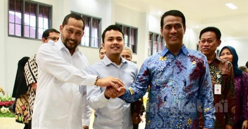 Direktur Indonesia Food Watch (IFW), Pri Menix Dey (tengah) bersama Menteri pertanian Andi Amran Sulaiman dan Kepala Bulog, Budi Waseso dalam satu kesempatan