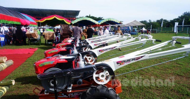 Traktor yang akan dibagikan di kabupaten Wajo, Sulawesi Selatan (14/6/2019)
