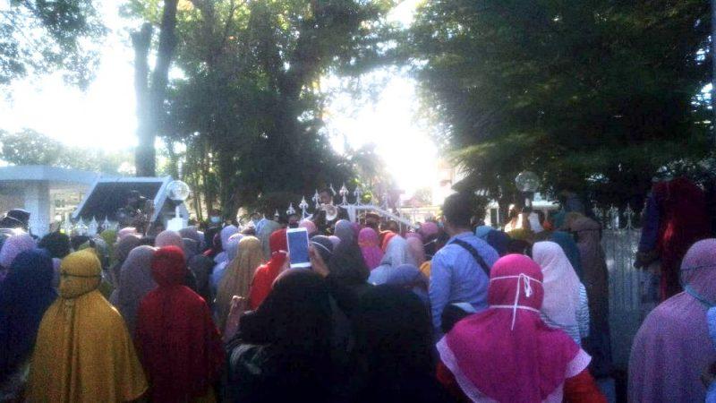 Aksi unjuk rasa warga Pulau Kodingareng di Rujab Gubernur Sulsel di Makassar