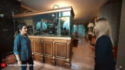 Ashanty melihat akuarium air laut milik Inul Daratista