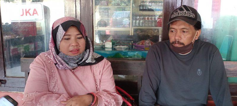 Dwi Sugeng (Bertopi) saat di area Polres Malang