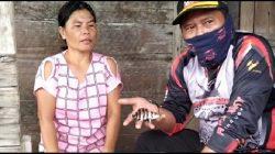 Camat Bayung Lencir M Imron SSos MSi bersama warga menunjukkan ikan hias Tiger Fish