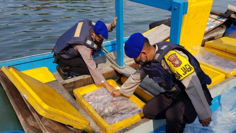 Direktorat Polairud Metro Jaya berhasil membekuk empat orang bajak laut (PMJ News)