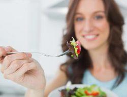 Takut Kolesterol Naik Usai Santap Daging? Coba Konsumsi Buah-buahan Ini