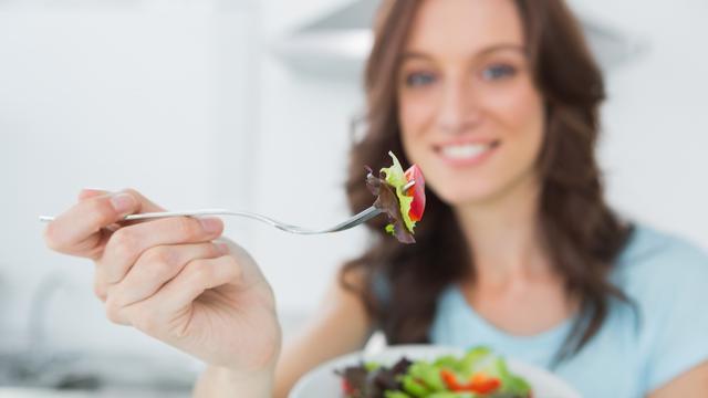 Ilustrasi: Konsumsi buah-buahan untuk menurunkan kolesterol