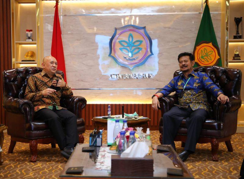 Menteri KUMKM Teten Masduki dan Menteri Pertanian Syahrul Yasin Limpo melakukan pertemuan di ruang kerja Kementan Jumat, (24/7/2020)