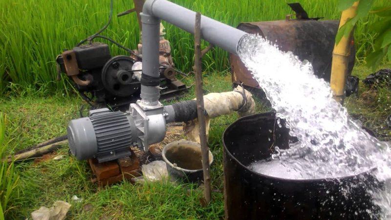 pompa air listrik di sawah