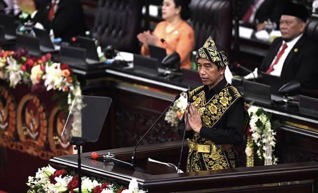 Presiden Joko Widodo menyampaikan pidato dalam rangka penyampaian laporan kinerja lembaga-lembaga negara di Senayan, Jakarta, Jumat (14/8/2020).
