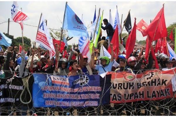 Demonstrasi yang dilakukan oleh serikat buruh