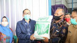Wakil Ketua Komisi IV DPR Hasan Aminuddin bersama Anggota Komisi IV DPR RI, Nuraini, saat mengunjungi salah satu SP3T di Banten, Selasa (11/8/2020).