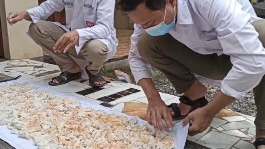 Tim Dosen Unnes Ajak Masyarakat Manfaatkan Limbah Ampas Tahu Jadi Pakan Ternak