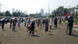 Orang-orangan sawah di depan Gedung DPR (Foto ig: Serbuk Indonesia)