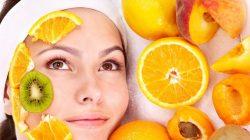 Ilustrasi: Penggunaan buah untuk peremajaan kulit wajah