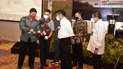 Menteri Pertanian Syahrul Yasin Limpo bersama para distributor pupuk