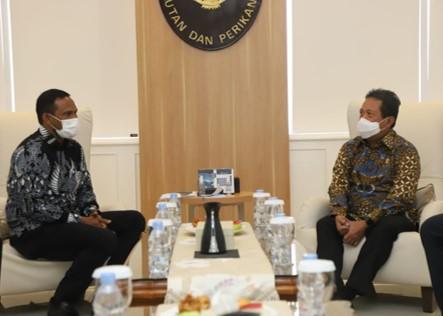 Menteri Kelautan dan Perikanan, Sakti Wahyu Trenggono melakukan pertemuan dengan Bupati Aceh Timur Hasballah Bin H.M Thaib.jpeg