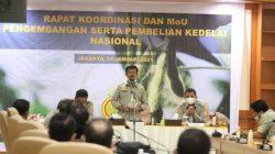 Menteri Pertanian Syahrul Yasin Limpo usai melakukan Rapat Koordinasi dan MoU pengembangan serta pembelian kedelai nasional di Kantor Direktorat Jenderal Tanaman Pangan, , Jakarta, Senin (4/1/2021).