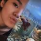 Sheryl Sheinafia dan ikan cupangnya.