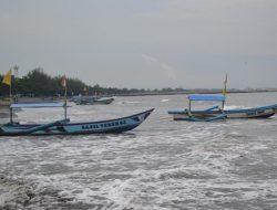 Berbagai Dampak yang dirasakan Puluhan Ribu Nelayan Jateng Akibat Cuaca Buruk