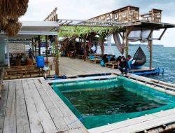 Restoran Apung Ekas, Tempat Menikmati Sensasi Makan di Atas Laut Lombok Timur