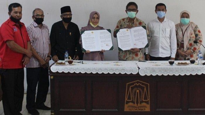 Petinggi Program Studi Teknologi Pengolahan Hasil Ternak (TPHT), Politeknik Indonesia Venezuela (POLIVEN) dan Balai Pembibitan Ternak Unggul dan Hijauan Pakan Ternak (BPTU-HPT) Indrapuri, Aceh Besar, usai menandatangani MoU dengan Selasa (16/2/2021) di Kampus Poliven, Aceh Besar/ via serambinews.com/IST