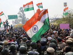 Peringati 100 Hari Aksi Demo Tolak UU Pertanian, Petani India Blokade Jalan
