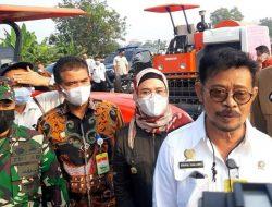 Memenuhi Kebutuhan Petani, Mentan SYL Serahkan Bantuan Alsintan di Indramayu