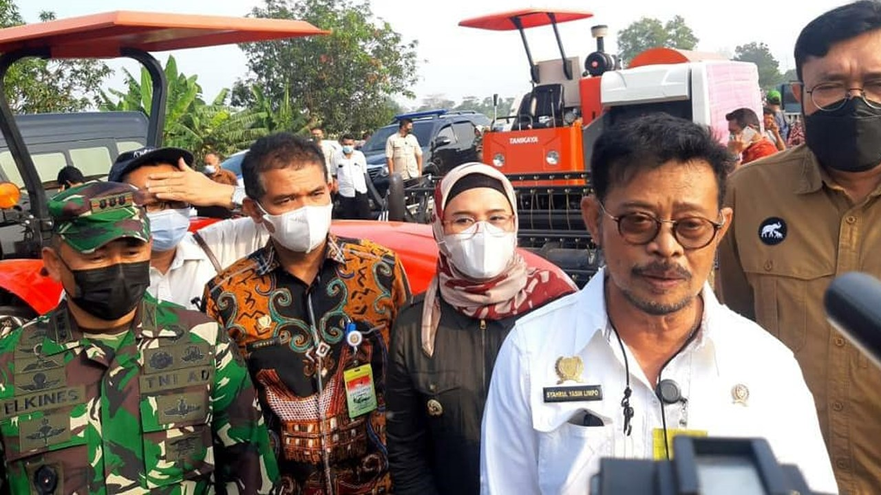 Menteri pertanian serahkan bantuan
