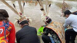 Sudah Tidak Beracun Lagi, Sungai Malinau Ditebari Benih Ikan