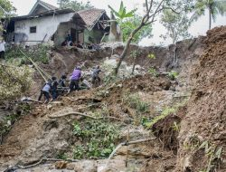 Longsor di Karo Sebabkan Lahan Pertanian Rusak dan Akses Jalan Terputus