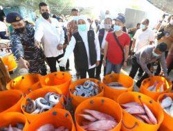 Dengar Keluhan Nelayan, Khofifah Akan Perluas dan Tambah Fasilitas Pelabuhan Ikan Mayangan