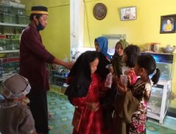 Pedagang Ikan Hias di Polman Bagikan Ratusan Ikan Cupang di Hari Raya Idul Fitri