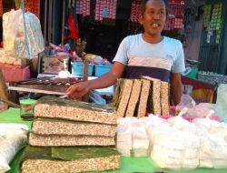 Harga Kedelai Melonjak, Pengrajin Tempe di Makassar Kurangi Produksi