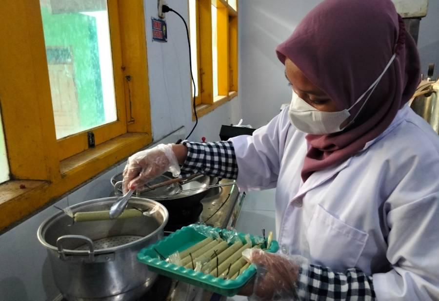 Pembuatan sosis Basuke
