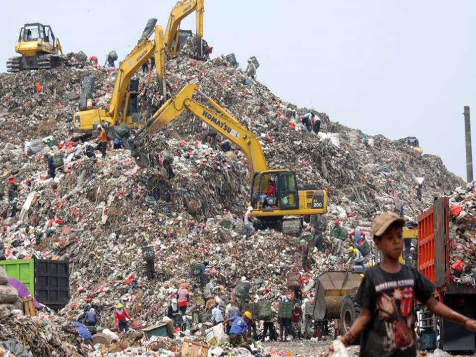 Sebagian besar pengelolaan sampah Tempat Pembuangan Akhir (TPA) di Indonesia menggunakan metode open dumping dan landfill
