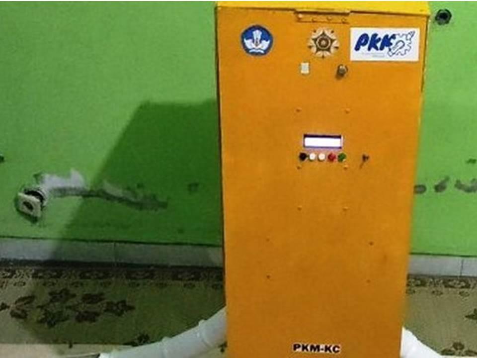 Mesin pemberi pakan otomatis pada ayam karya mahasiswa UGM