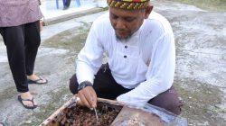 Mahdi Ismail penduduk Desa Pasir Putih Kecamatan Rantau Perlak Kabupaten Aceh Timur sukses budidaya madu kelulut
